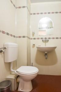 hotel markita room 103 bath (2)