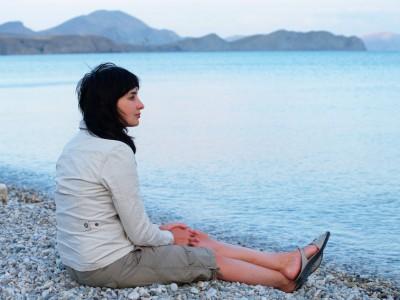 Почивка в края на лятото, Жена на брега на морето